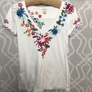 Great Sundance embroidered top!